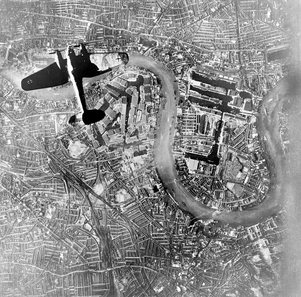 1024px-Heinkel_over_Wapping