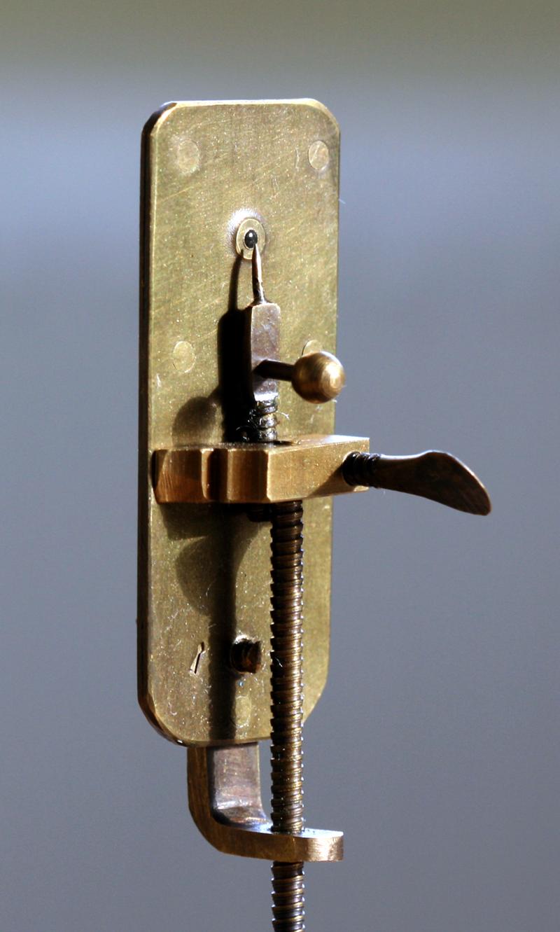 800px-Leeuwenhoek_Microscope