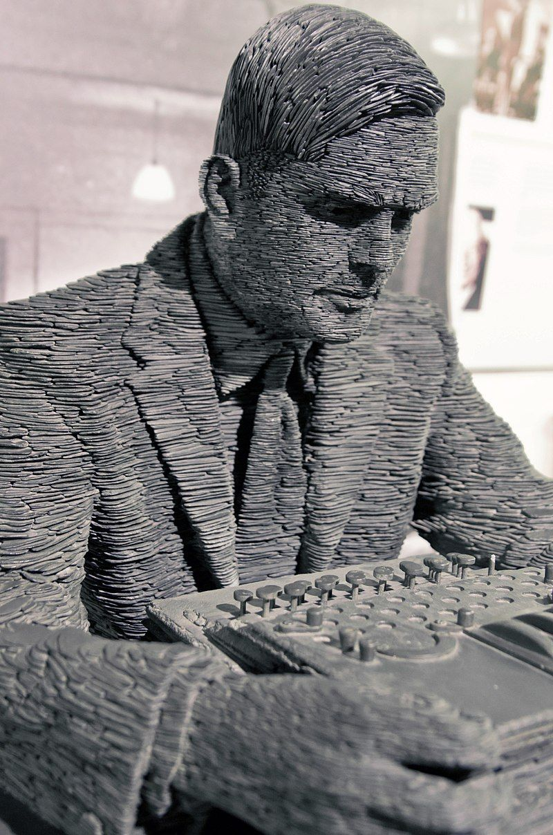800px-Turing-statue-Bletchley_14