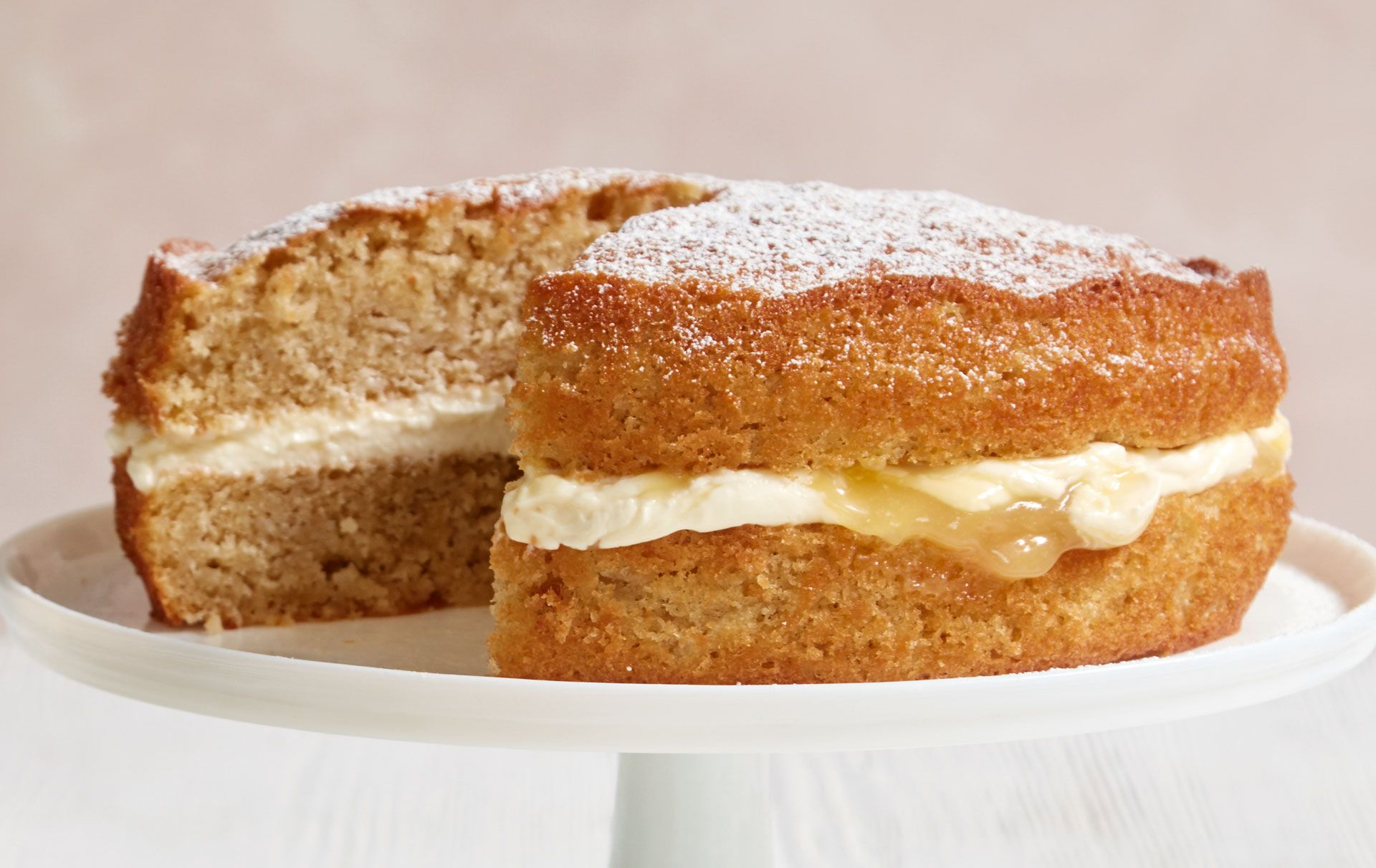 Mary-Berry-apple-and-lemon-sandwich-cake