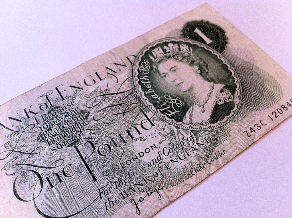 one pound note.jpg